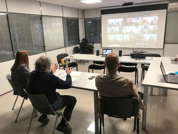 Ana San Martín, Javier Goldáraz y Javier Lagunas, en la reunión por videoconferencia con los centros de Tasubinsa.