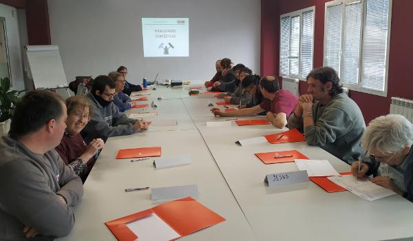 Un grupo de personas en la formación en economía doméstica, realizada antes de la pandemia.